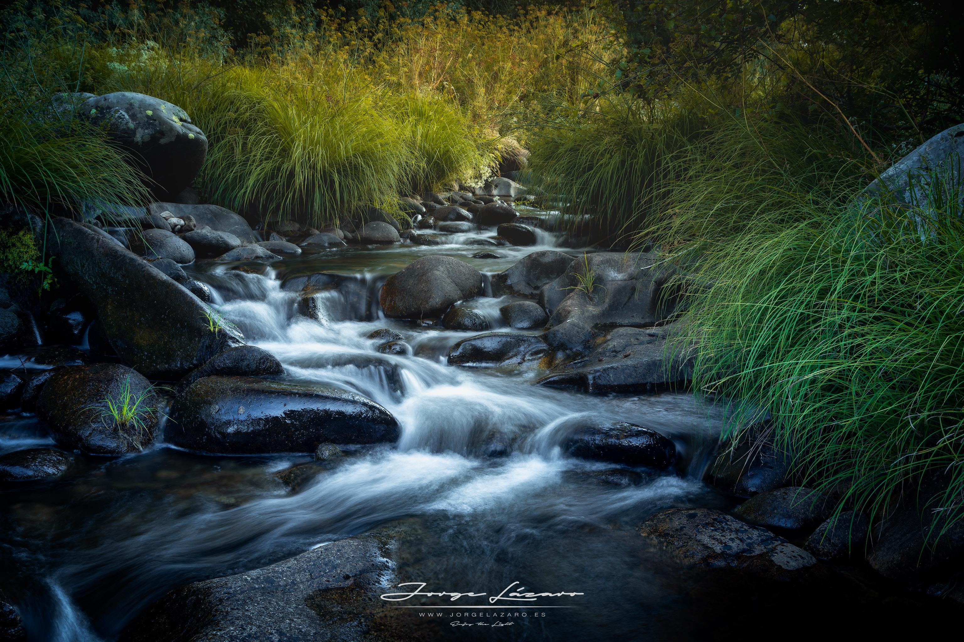 Saltos de agua en al  río Aravalle - Ávila